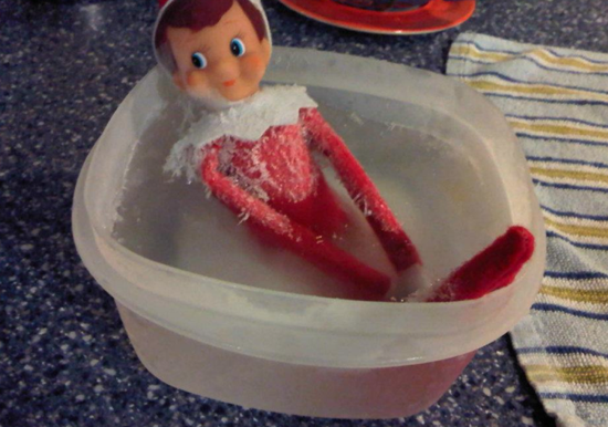 elf on the shelf-jacuuzi