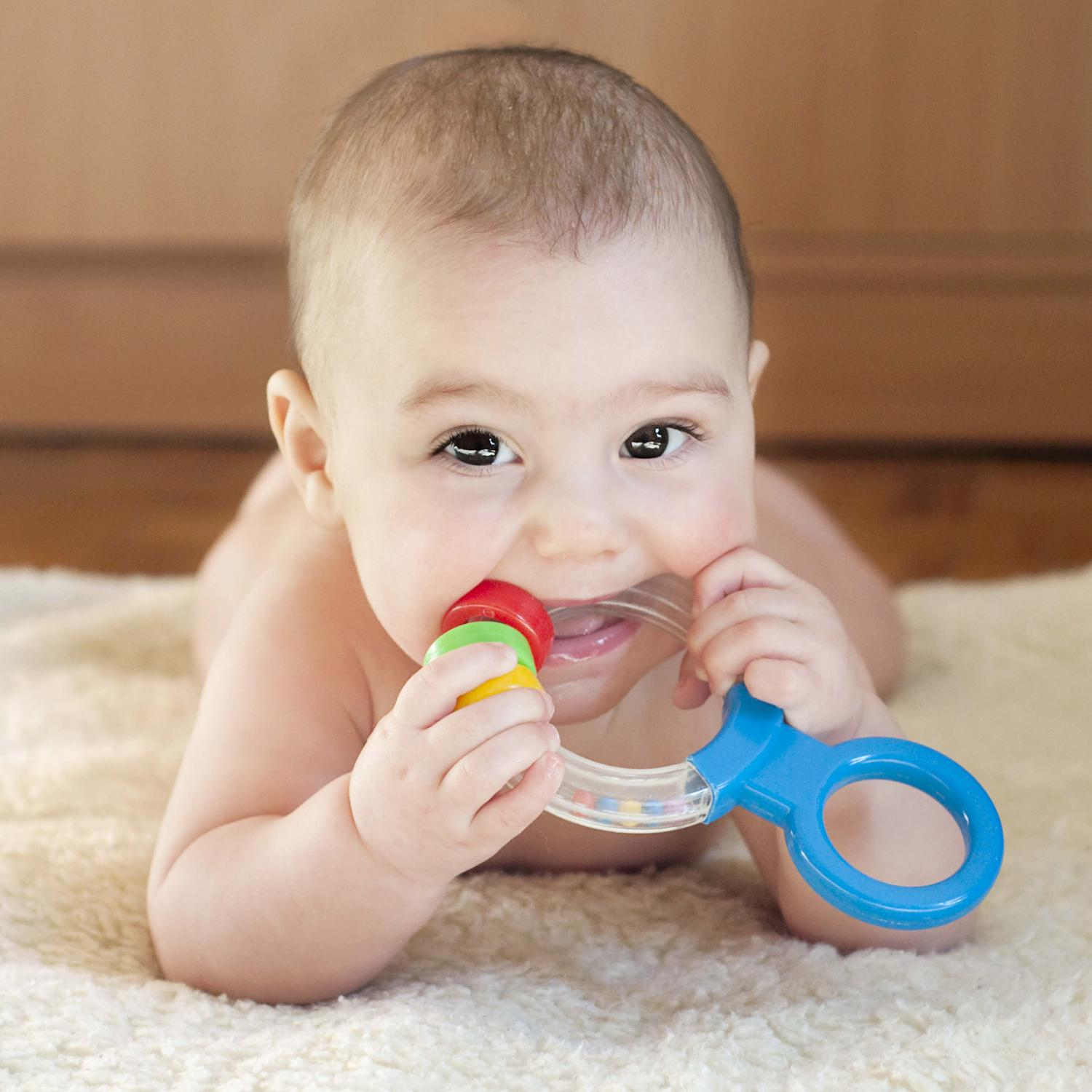 Toys For Teething : Guide to teething symptoms and remedies parenting