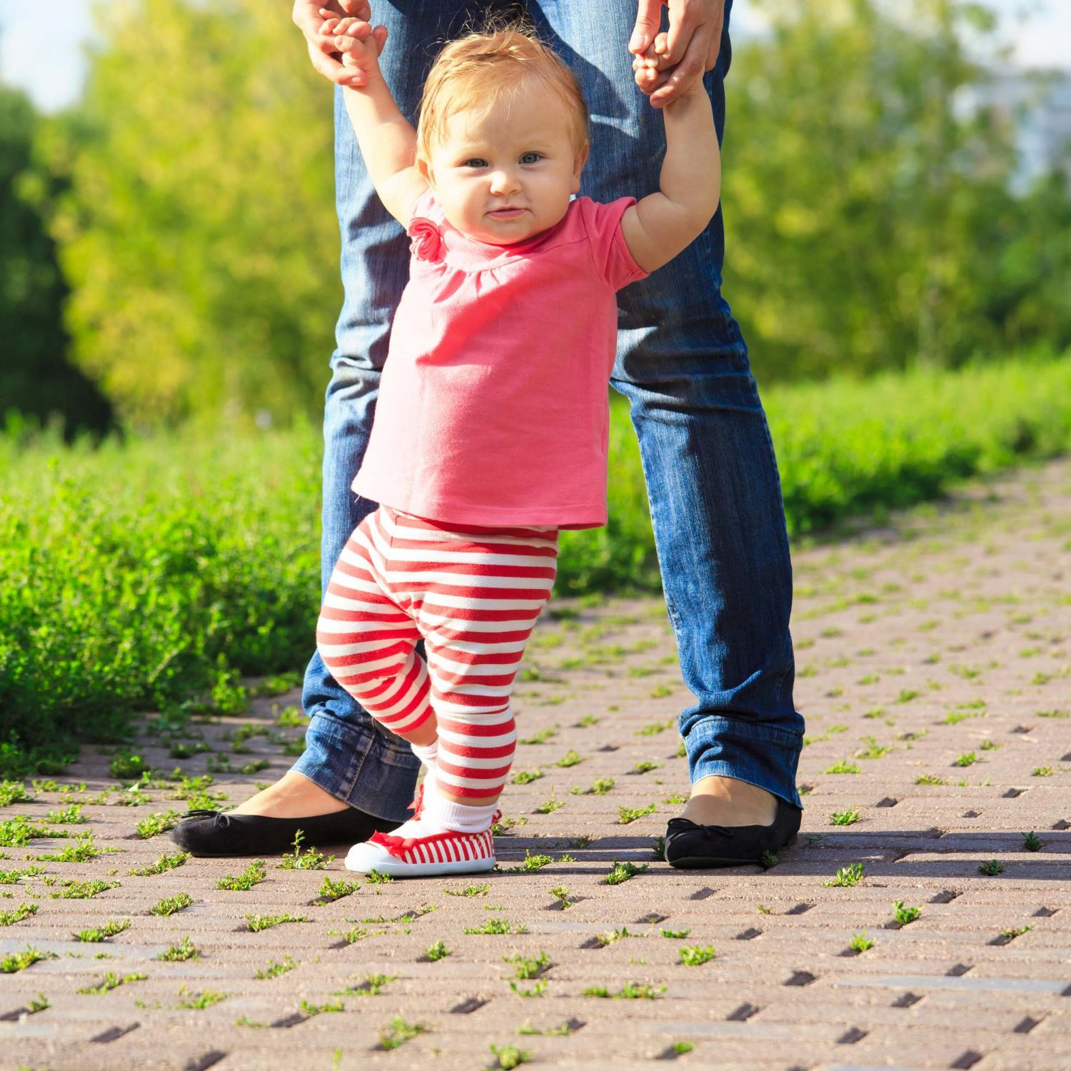 Should toddler wear shoes learning walk