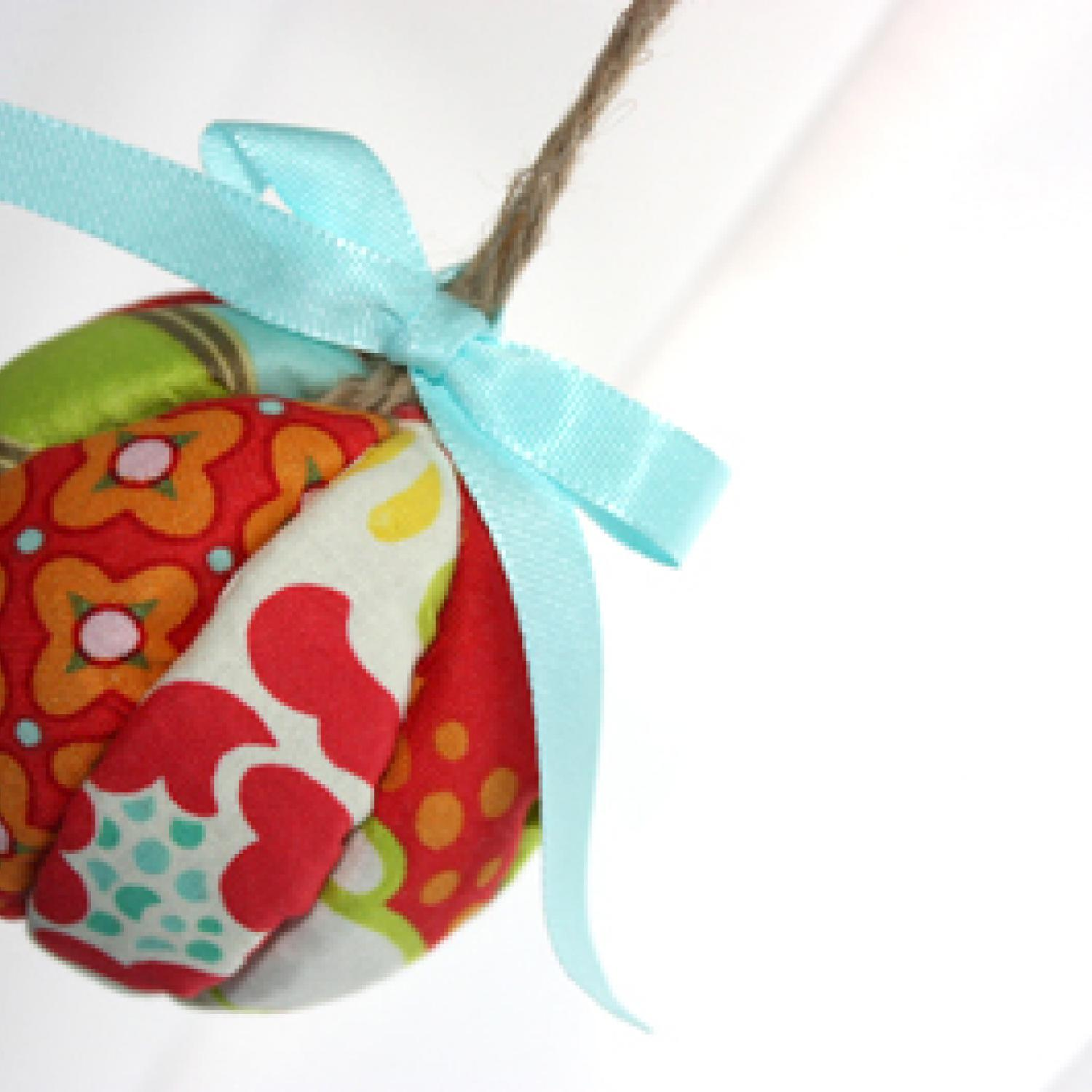 18 Easy Christmas Crafts Ornaments and Gifts