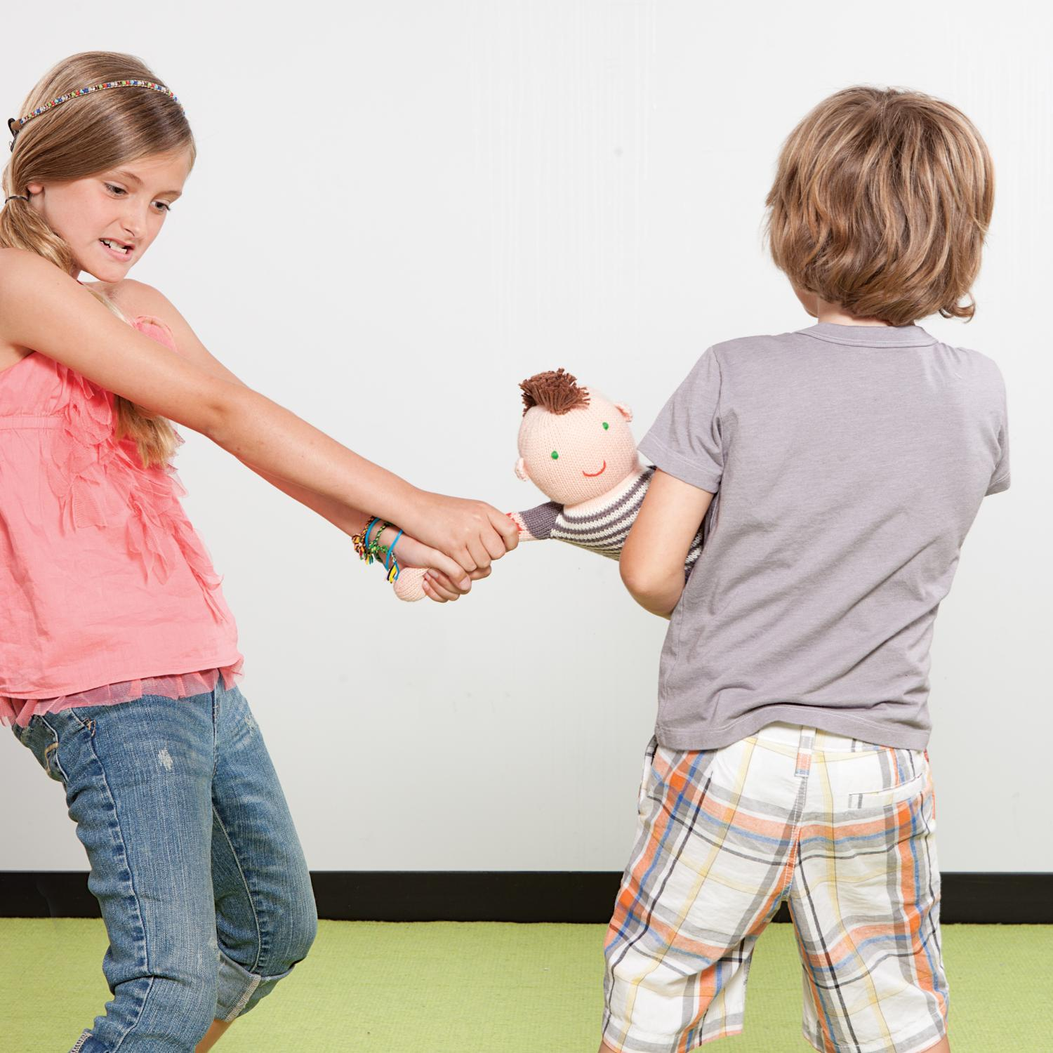 Toys For Siblings : Dealing with sibling rivalry parenting