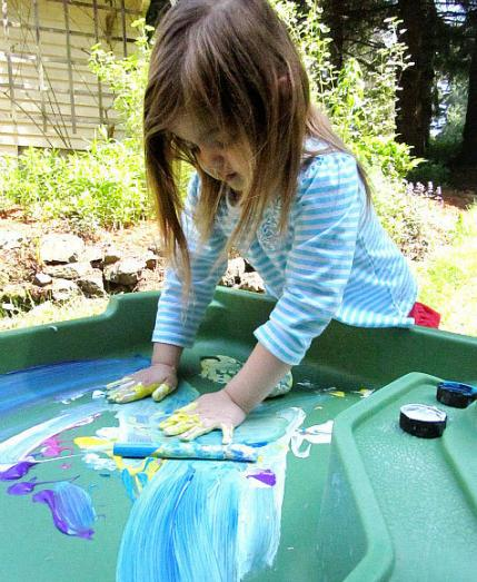 Messy Playroom: 10 Awesomely Messy Outdoor Activities For Kids