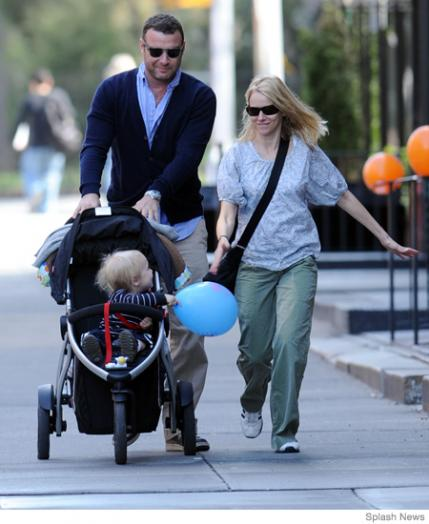 Liev Schreiber and Naomi Watts: Phil & Ted's Vibe Buggy