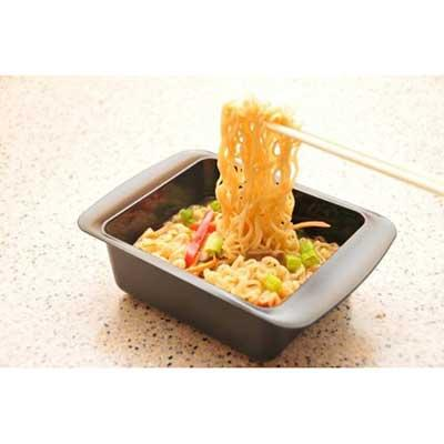 Ramen noodle pan with cooked ramen noodles