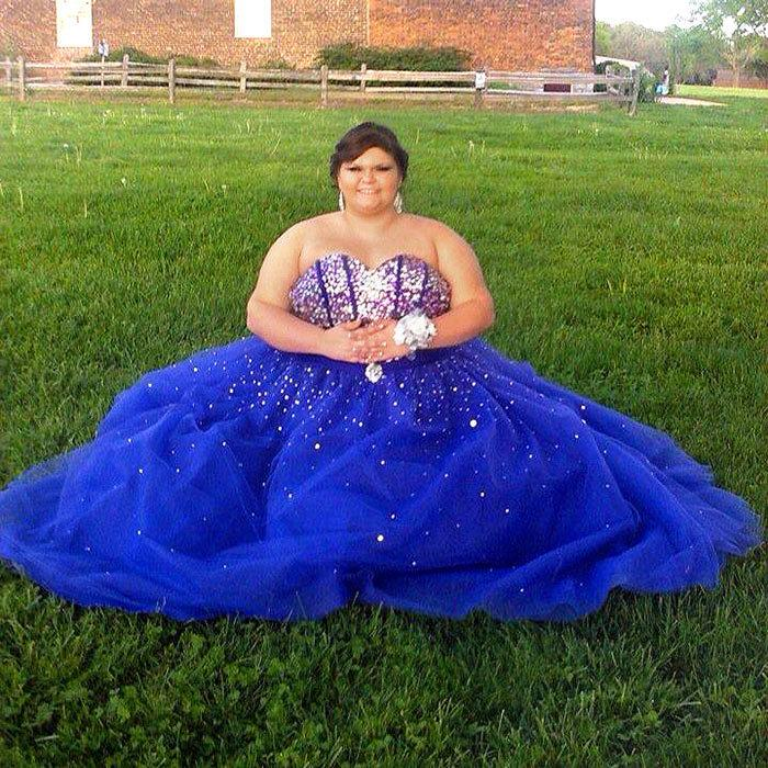 Teen Turns Online Bullying of Her Prom Dress Photos into Positive ...
