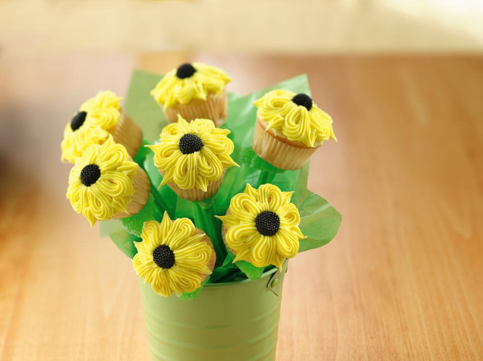 Pretty Sunflower Cupcake Bouquet | Parenting